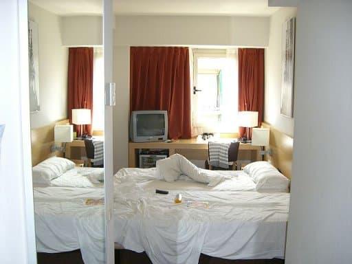 1-hotel_sagrada_familia_zimmer
