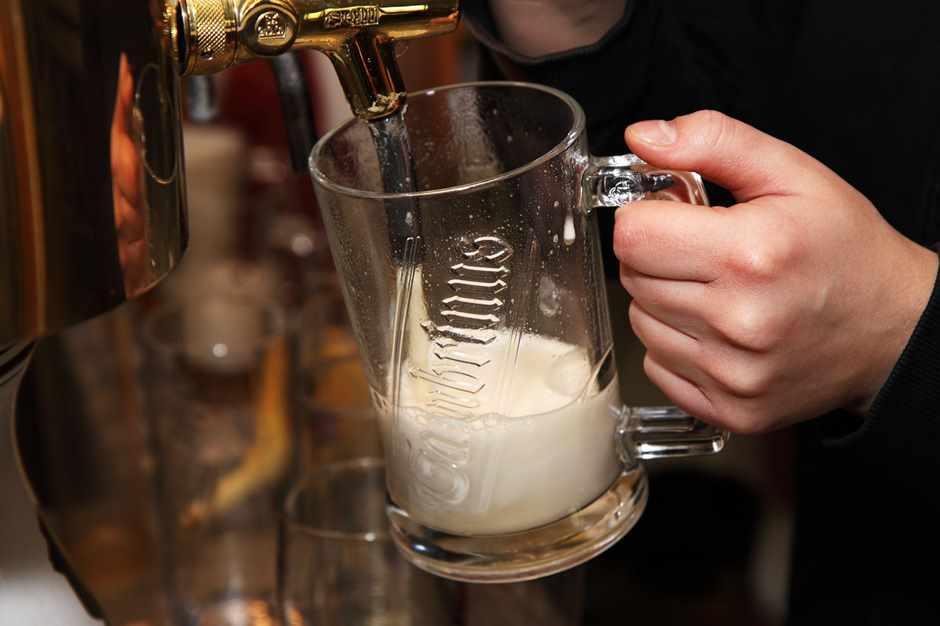 Bier wird gerade gezapft