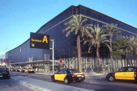 barcelona-el-prat-taxi-ranks-and-external-area-of-terminal-a-of-barcelona-airport