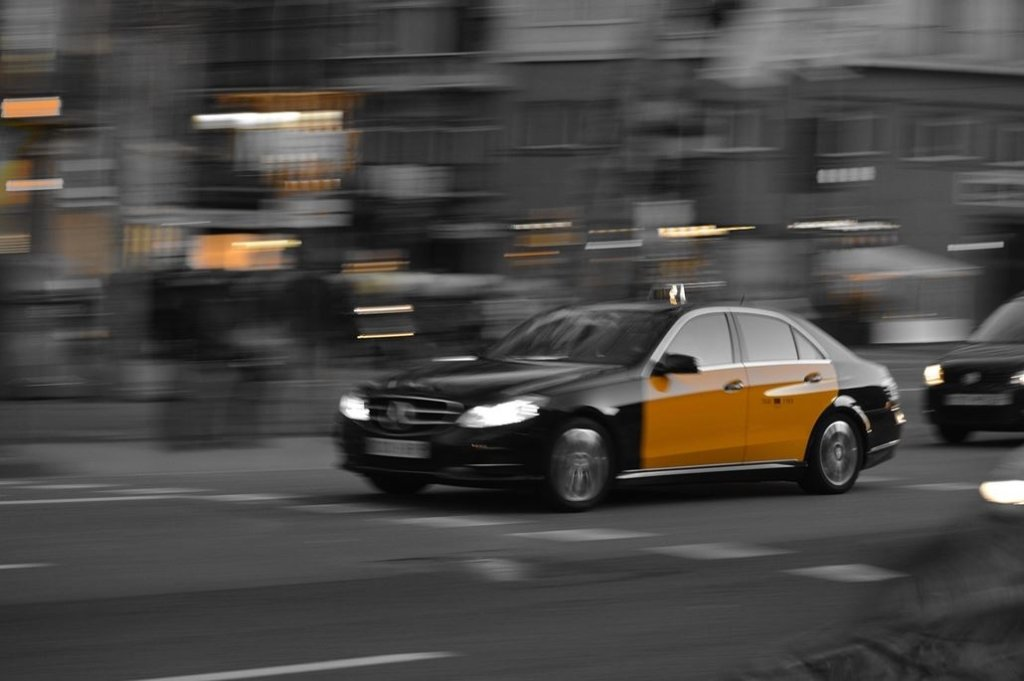 barcelona-taxi-schwarz-gelb