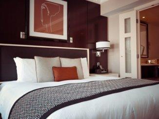 high-tech-hotel-room