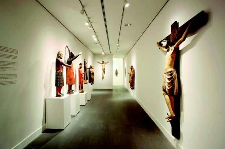 Sala de tallas medievales