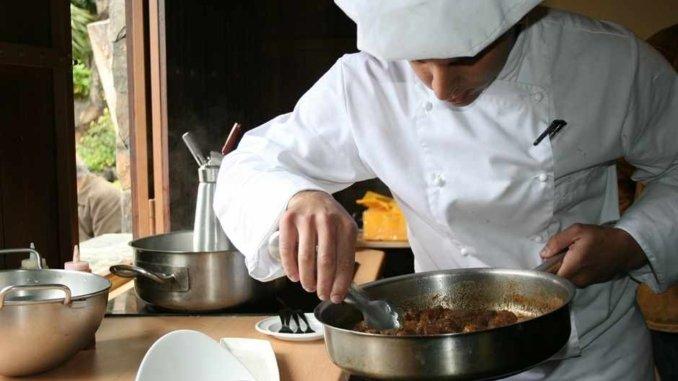Gourmet Koch beim kochen