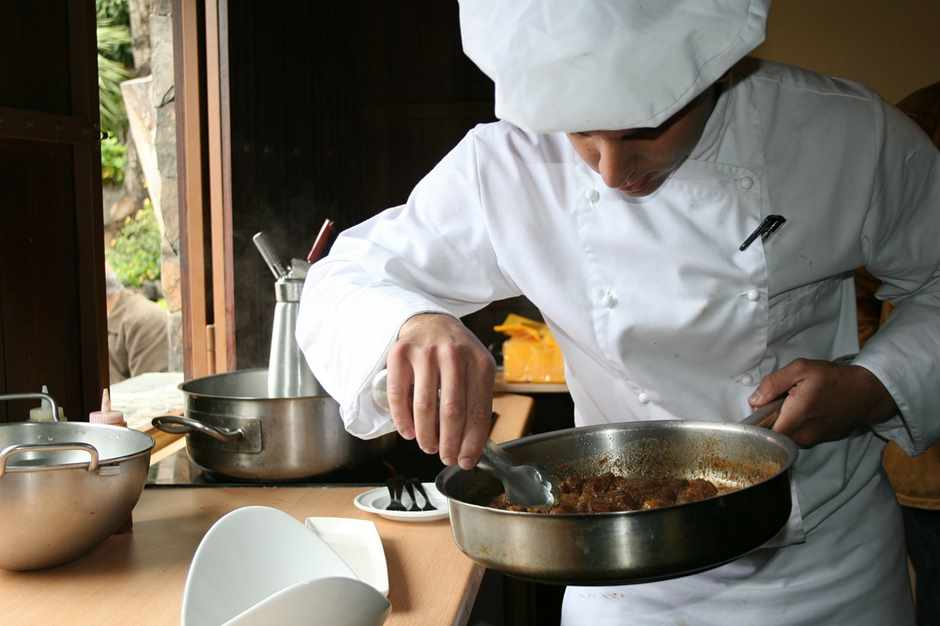 Koch beim kochen  Gourmet Restaurants Barcelona - Die 5 besten der Stadt - Tipps