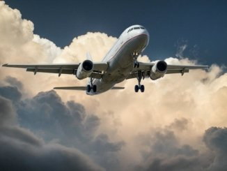 Flugzeug fliegen Barcelona