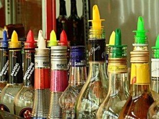 hochprozentiger Alkohol Flaschen