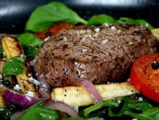 Argentinisches Steak Gemüse Pommes