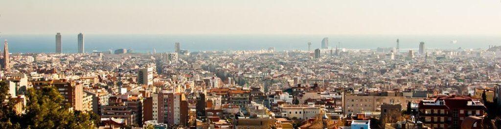 Barcelona-Blick-auf-die-ganze-Stadt