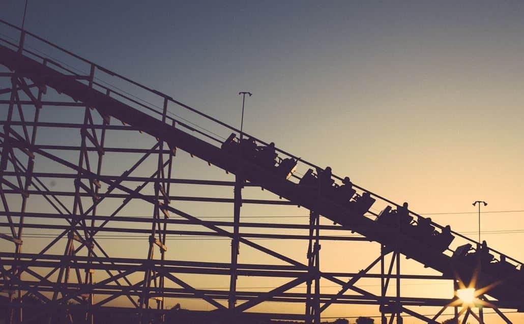 Achterbahn Sonnenuntergang