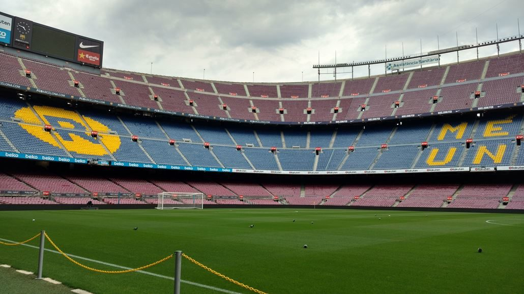 Camp Nou Rasen Tribüne