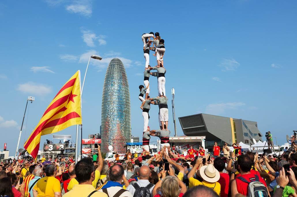 Barcelona im September Torre Agbar Menschenturm