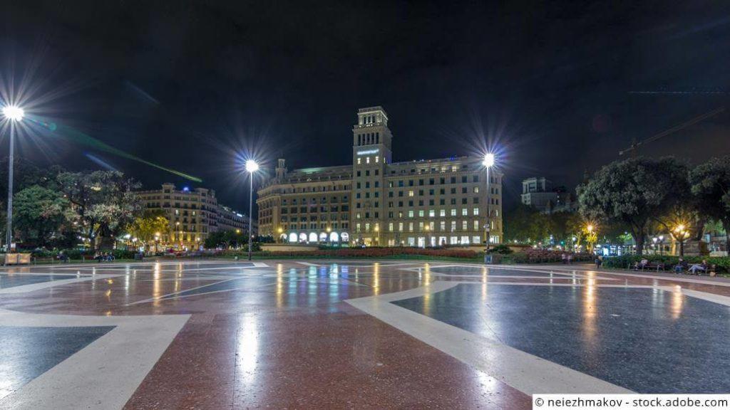 Plaça Catalunya bei Nacht