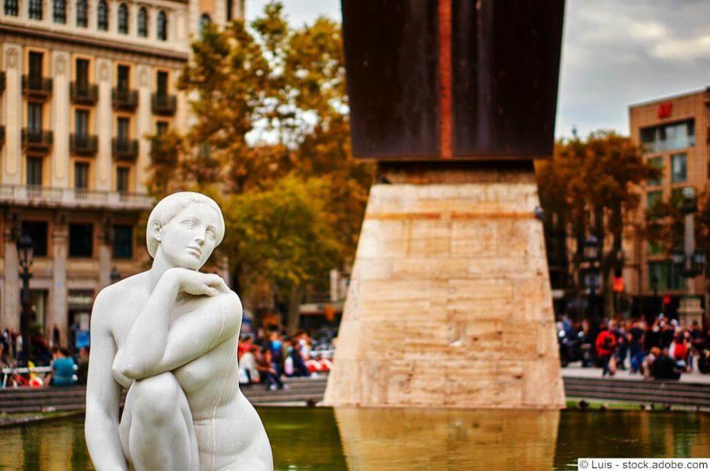 Deessa Skulptur von Clará
