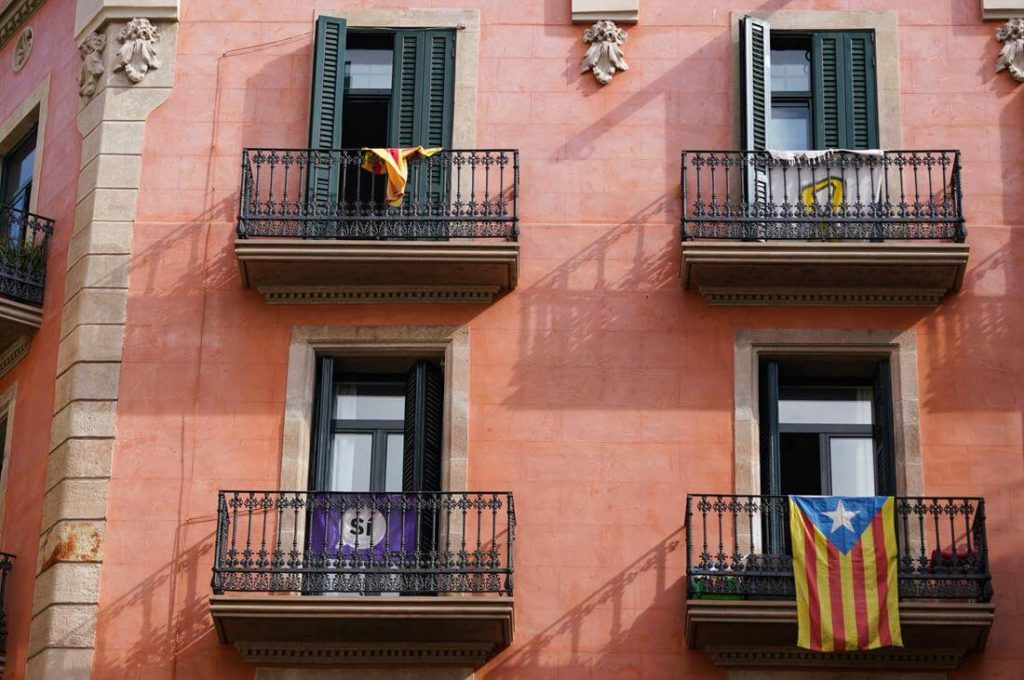 Katalanische Flagge Haus